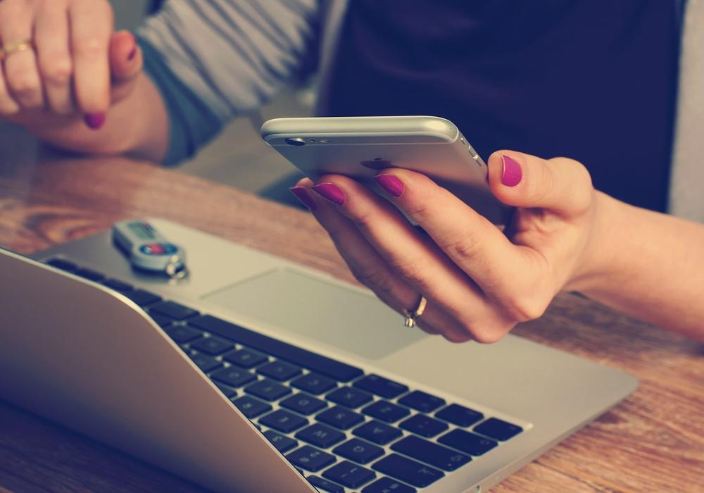 Um den Planungsstress zu minimieren, können viele Sachen, die für den Traumtag benötigt werden, auch online bestellt werden. Foto: Pixabay (Public Domain)