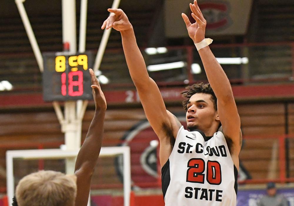 Rookie Gage Davies komplettiert den Backcourt der Basketball Löwen. Foto: St. Cloud State Sports Information