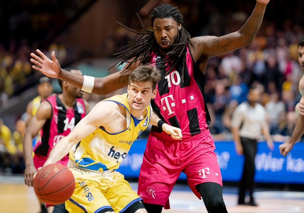 Zu viel Respekt in der ersten Spielhälfte bei Joe Rahon und Co.. Fotos: Reinelt/PresseBlen.de