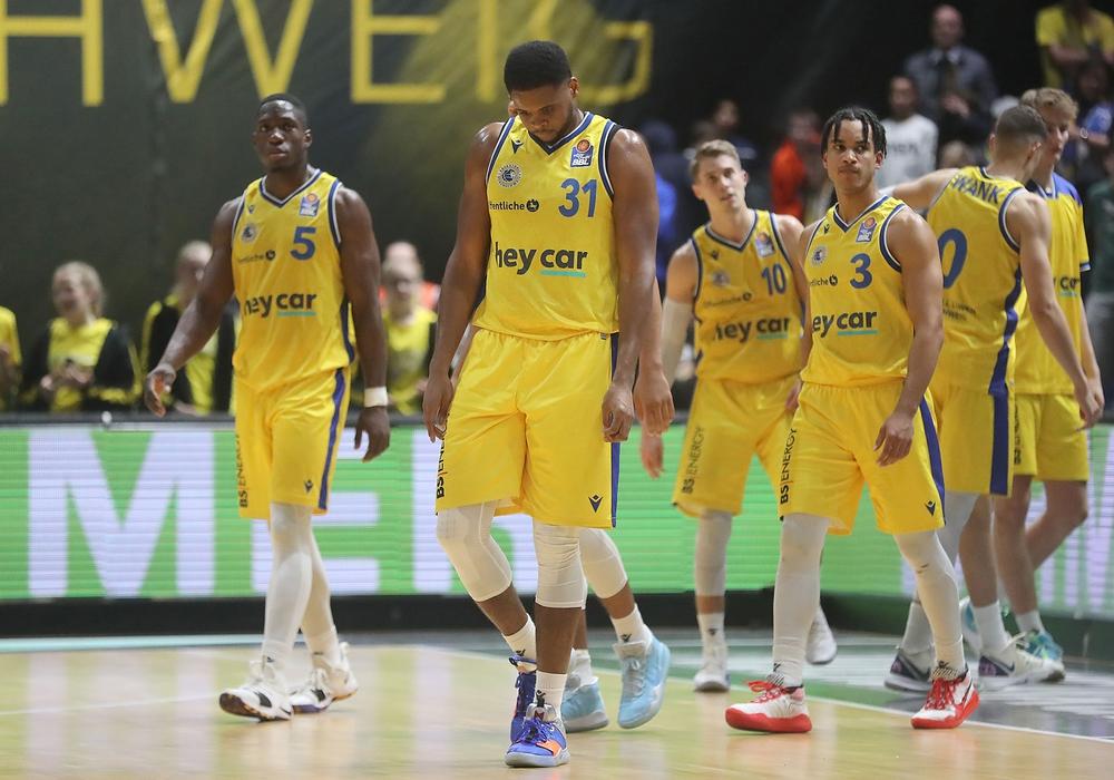 Vierte Pleite in Folge, erstmals daheim: Die Basketball Löwen können es besser. Fotos: Agentur Hübner