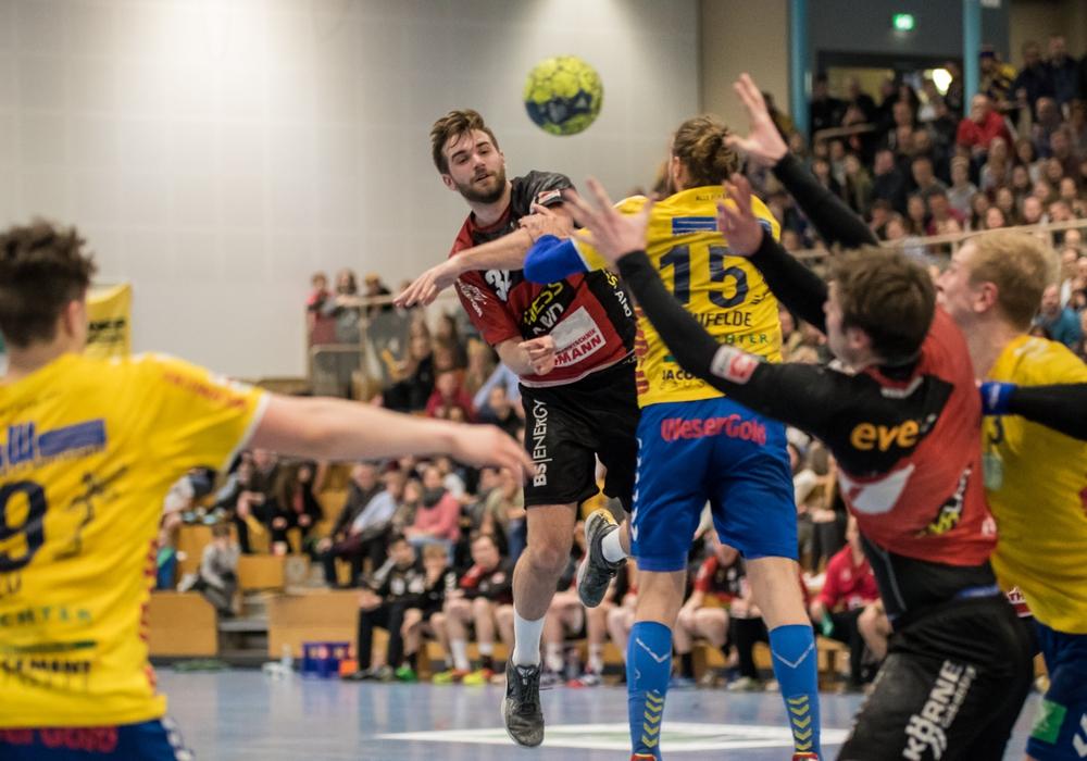 Lasse Giese (#32) warf nicht nur 9 Tore, er bediente auch seine Mitspieler. Fotos: Jan F. Helbig/PresseBlen.de