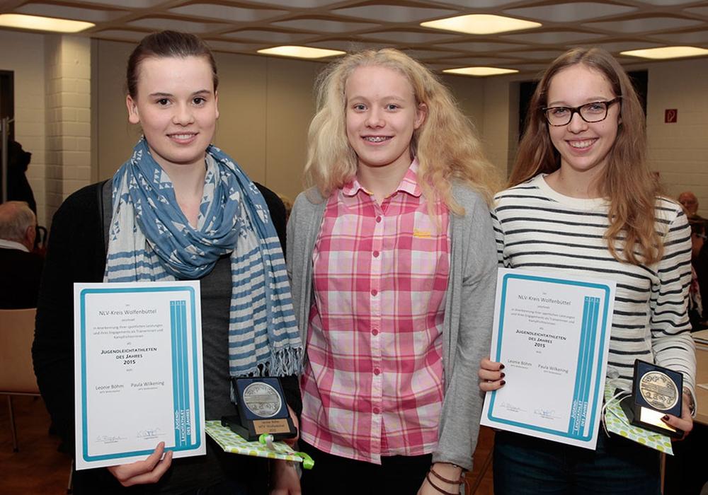 Freuen sich über die Auszeichnungen. v.l. Leonie Böhm, Jelde Jakob und Paule Wilkening (alle MTV Wolfenbüttel). Foto: Friedrich-Wilhelm Schneider