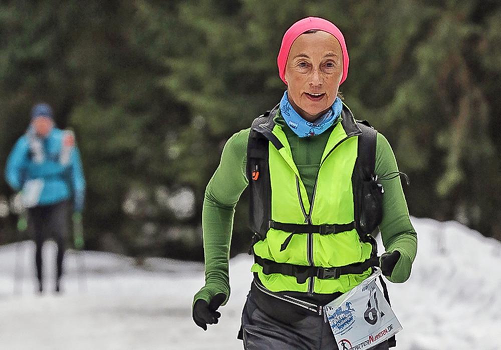 Anke Meinberg konnte auch nach 62 Kilometer noch lächeln, der Entsafter lag hinter der Sportlerin. Foto: Friedrich-Wilhelm Schneider