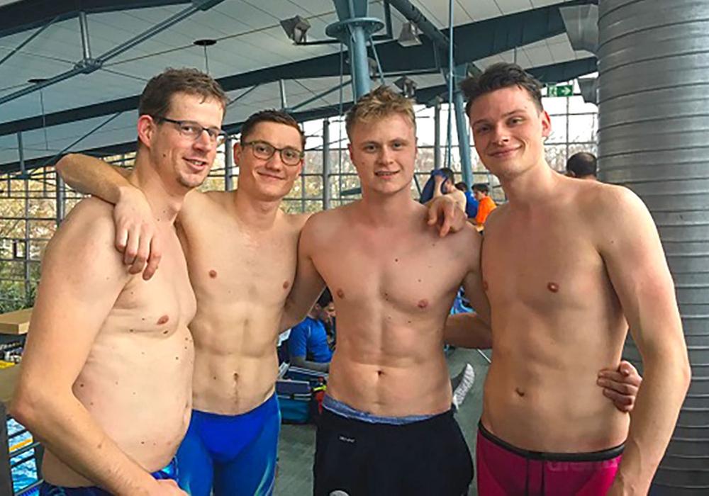 Marco Thiel, Mirco Fuhrmann, Lars Schmidt und Jorge Zips holten sich die Goldmedaille über 4x50m Lagen männlich in der AK 80-99. Foto: TV Jahn
