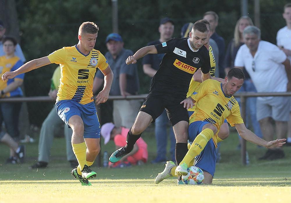 Der gebürtige Gifhorner Marcel Bär  (re.) erzielte beim letzten Test gegen seinen Ex-Verein drei Tore. Foto: Agentur Hübner