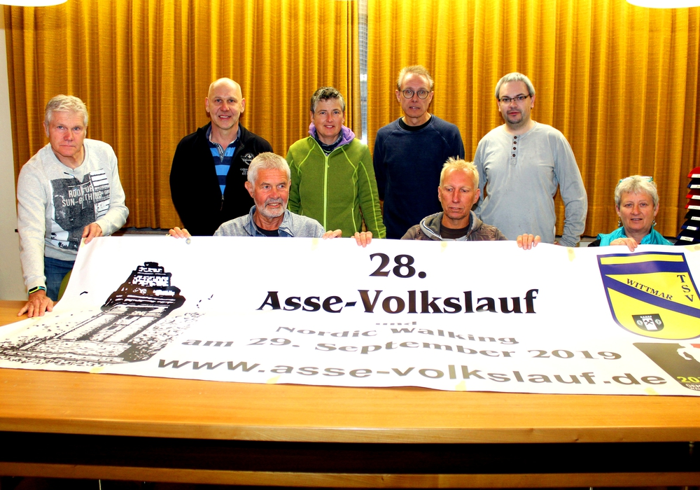 Uwe Kuhlmann, Jens Ike, Manfred Ciomek, Bettina Börgmann, Werner Bothe, Stefan Michalik, Niels Neumann, Carmen Michalik.Foto: Bernd-Uwe Meyer