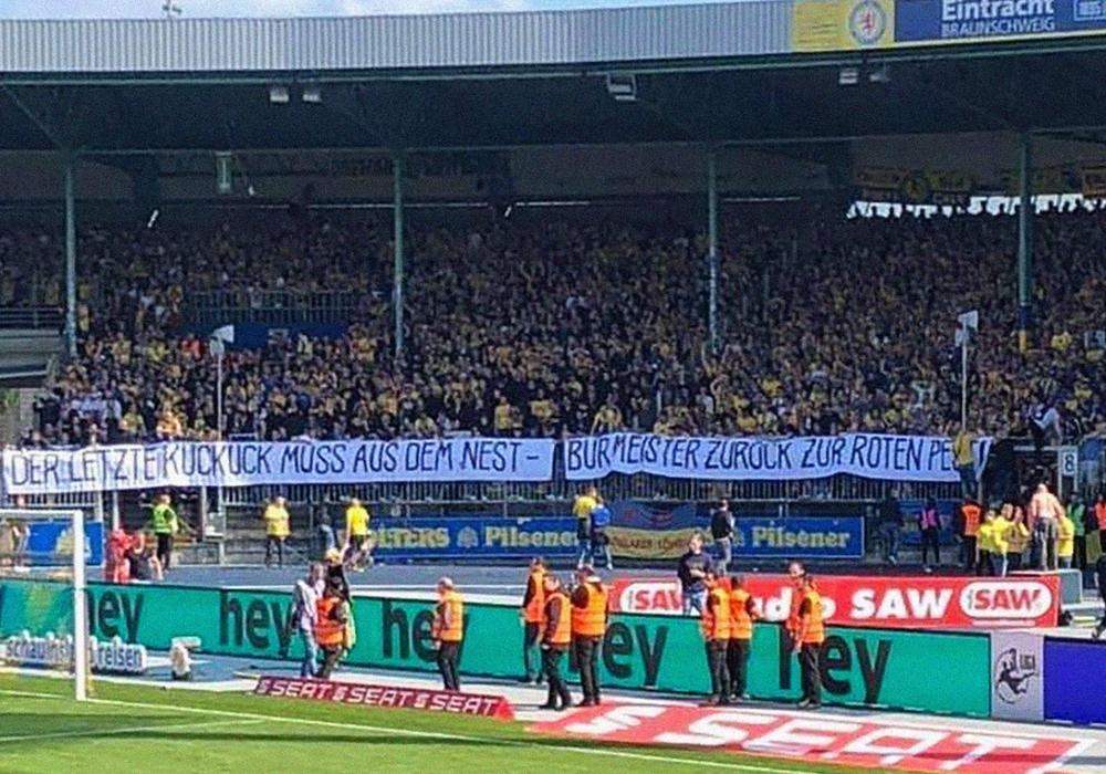 Das peinliche Banner beleidigte den ehemaligen Hannoveraner und Bielefelder Felix Burmeister. Foto: privat