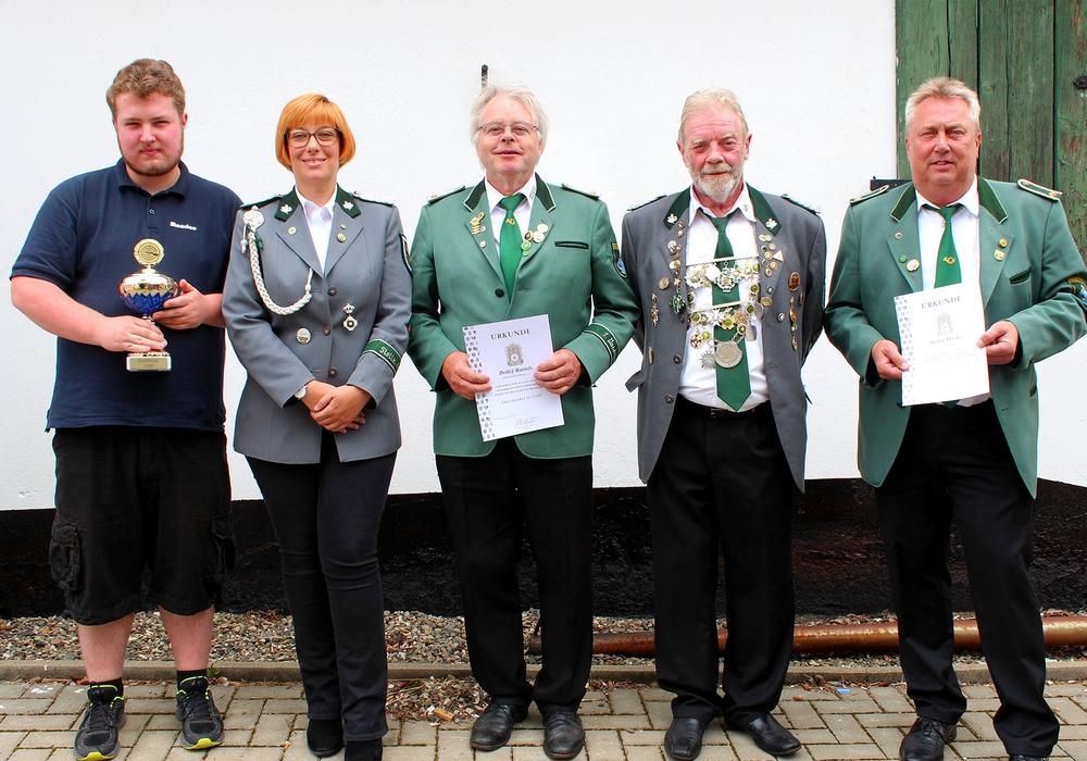 Maurice Wille, Sarah Grabenhorst-Quidde, Detlef Bartels, Horst Hake, Detlef Miehe (vlnr.).Foto:Bernd-Uwe Meyer