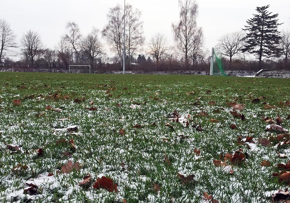 Nachdem diverse Begegnungen aufgrund der Wetterlage ausfallen mussten, gab der Bezirksspielausschuss nun in einigen Ligen eine Saisonverlängerung bekannt. Symbolfoto: Vollmer