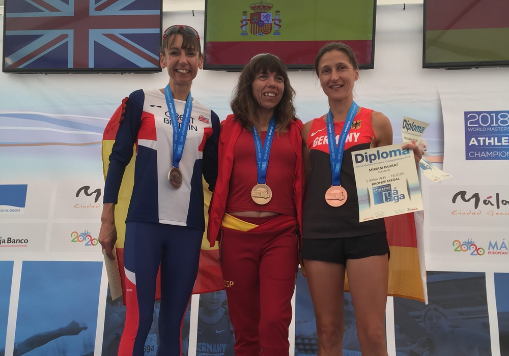 Miriam Paurat (re.) holte sich bei der Leichtathletik-WM in Malaga die Bronzemedaille. Foto: privat