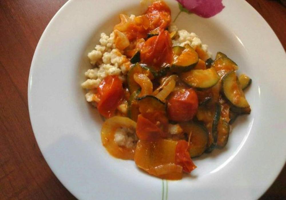 Gesund und lecker: Manuela aus Stüde empfiehlt Haferspätzle mit buntem Gemüse. Foto: Privat
