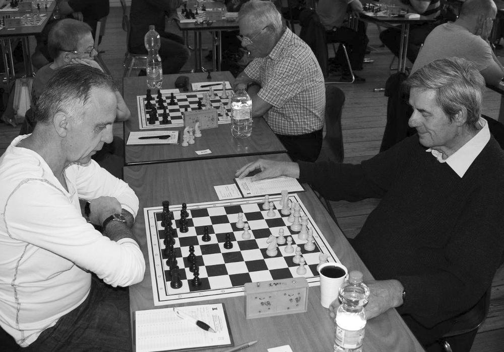 Georg Merettig (re.) bei den Lessing Open 2016 gegenn Josef Wittkowski. Foto: Caissa WF