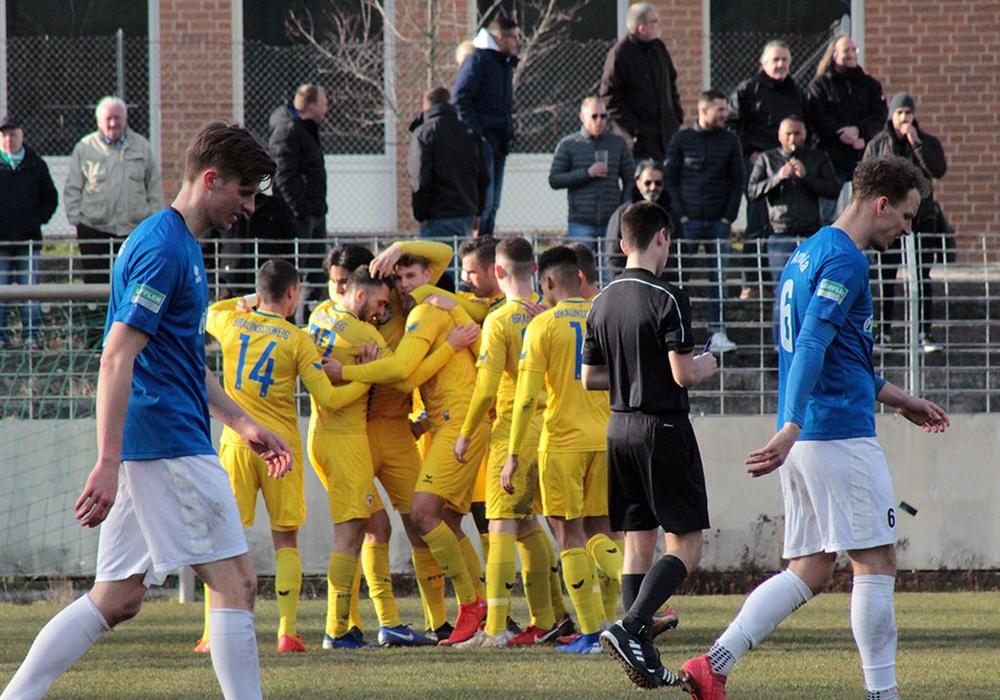 Etwas glücklich siegte Eintrachts U23 bei Arminia Hannover. Fotos: Till Oliver Becker