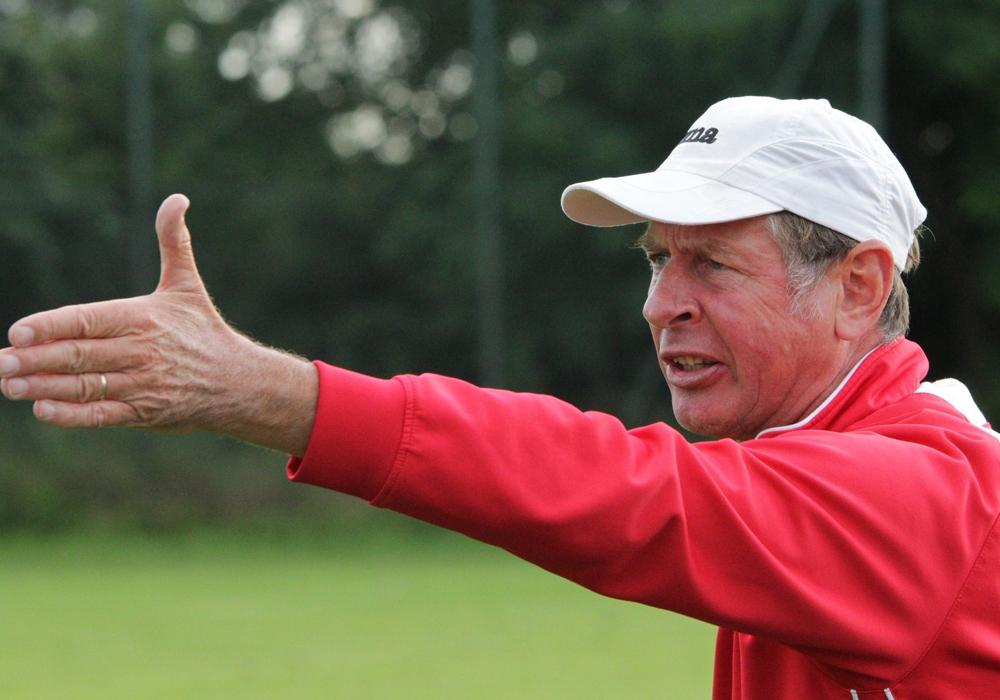 Bleibt auch in der Oberliga: Uwe Erkenbrecher. Foto: Frank Vollmer/Archiv