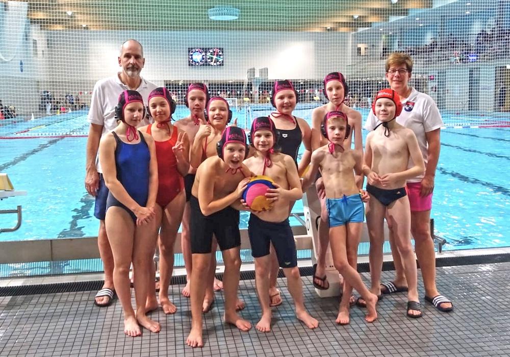 Der WSV-Nachwuchs mit dem Trainerteam Julia Jürges und Peter Waldmann in Potsdam. Foto: Steinmann/WSV