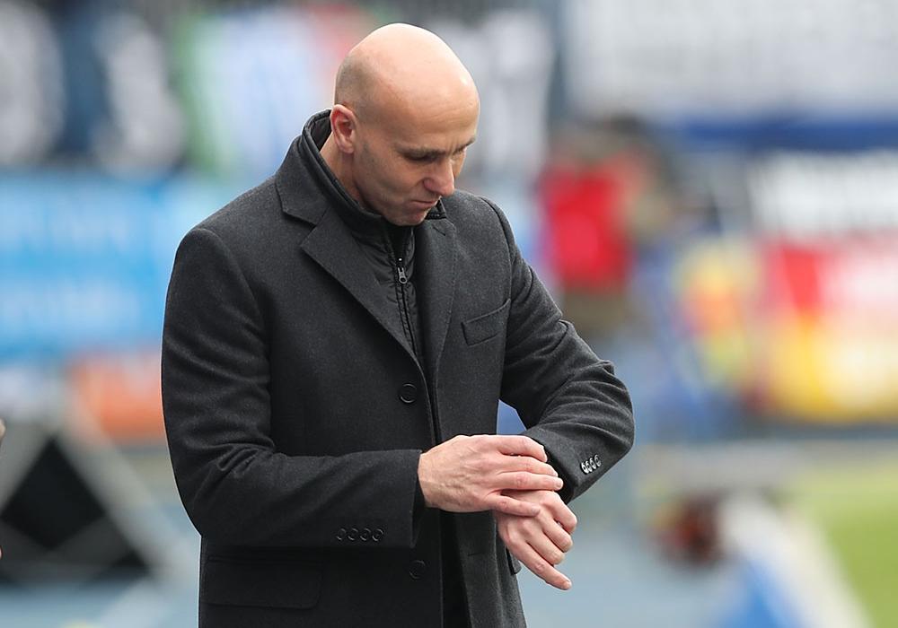 Diese Frage drängt sich auf: Bleibt André Schubert   Trainer von Eintracht Braunschweig? Foto: Agentur Hübner/Archiv