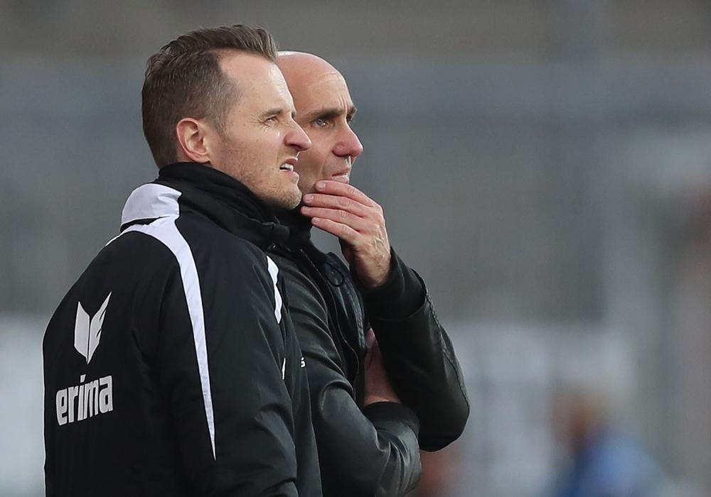 Sie haben einen Plan: Eintrachts Chefcoach André Schubert und sein Trainerteam (hier mit Co. Christian Flüthmann). Foto: Agentur Hübner