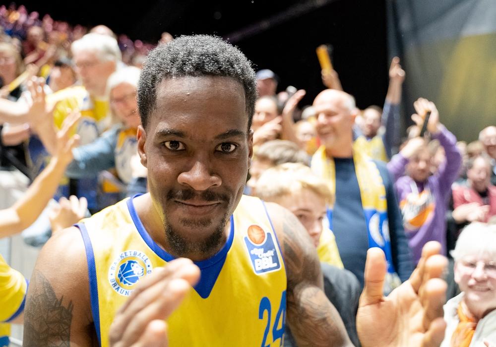 Shaquille Hines und die Basketball Löwen brauchen jetzt ihre Fans im Rücken, mit deren Support sie in dieser Saison schon so einiges möglich machten. Foto: Reinelt/PresseBlen.de