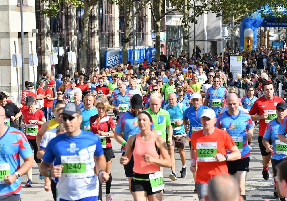 Der Start des 2019er Hexad Marathons in Wolfsburg. Foto: Tim Schulze (Fotostudio Neuhaus) / Orga-Team Hexad Wolfsburg Marathon