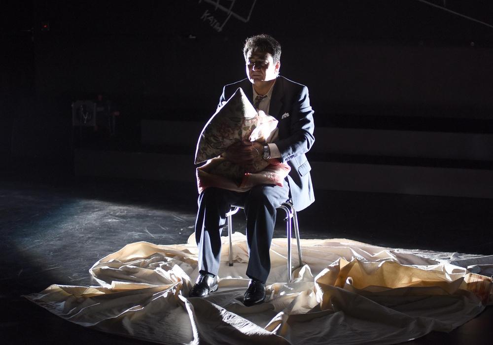 """Auch im März werden interessante Stücke im Lessingtheater gezeigt. Zum Beispiel """"Ich werde  nicht hassen"""". Foto Regina Brocke"""