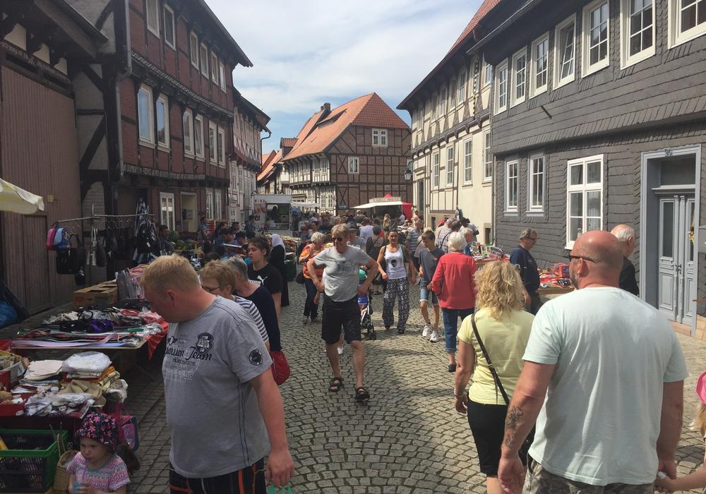 Am Sonntag findet noch bis 18 Uhr die Automeile mit Flohmarkt in Hornburg statt. Fotos: Anke Donner