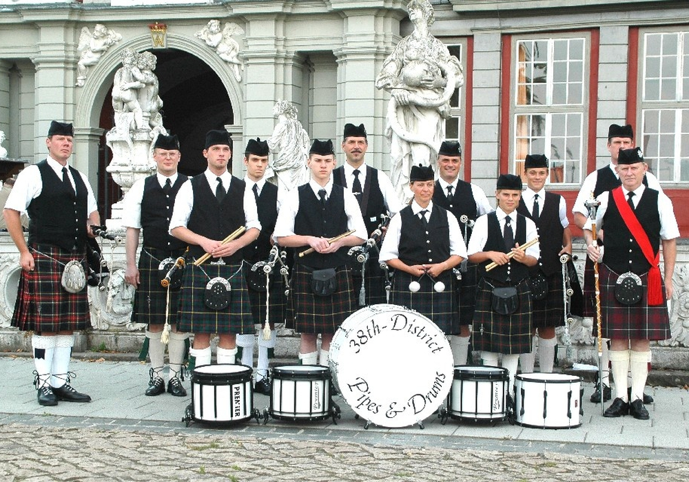 The 38th District Pipes & Drums eröffnen die Celtic Christmas Nacht. Foto: Privat