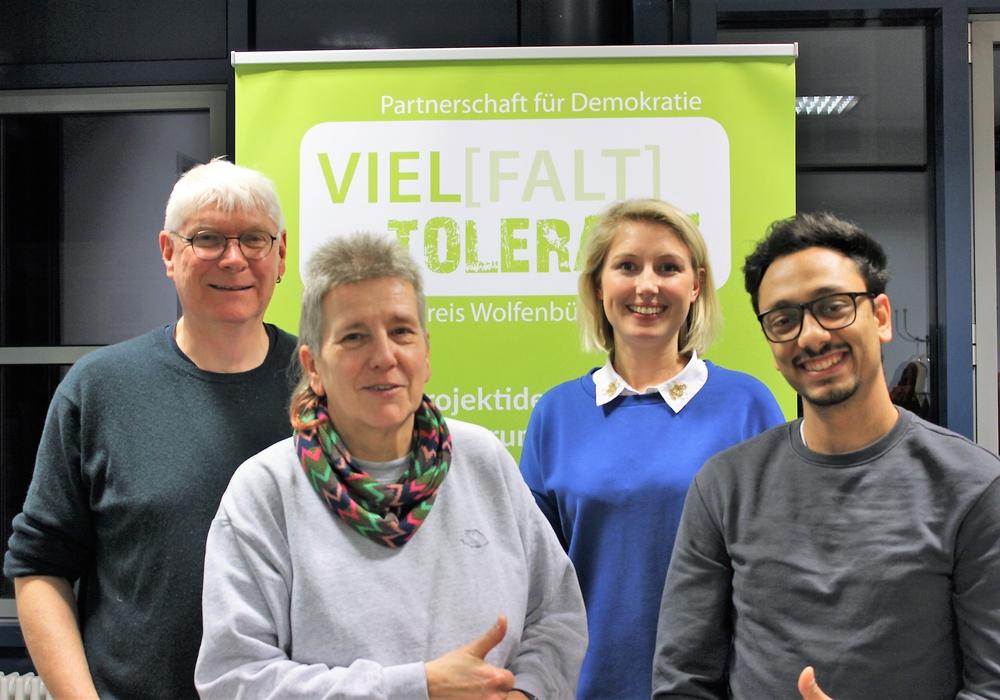 Axel Klingenberg, Sabine Resch-Hoppstock, Heide Gebhardt und Besnik Salihi stellen die Partnerschaft für Demokratie vor (v.li.).