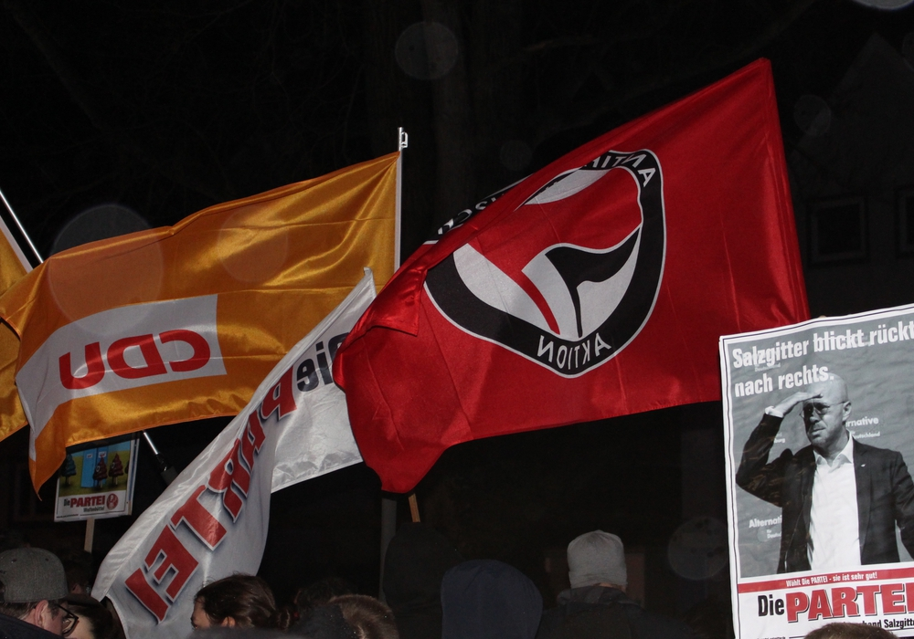 Die CDU in Salzgitter demonstrierte im Rahmen einer Mahnwache gegen den AfD-Neujahrsempfang gemeinsam mit anderen politischen Akteuren. Dafür gibt es nun Kritik aus den eigenen Reihen.