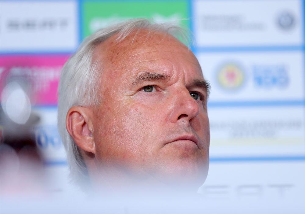 Gerät langsam unter Zugzwang: Eintrachts Sportdirektor Peter Vollmann.