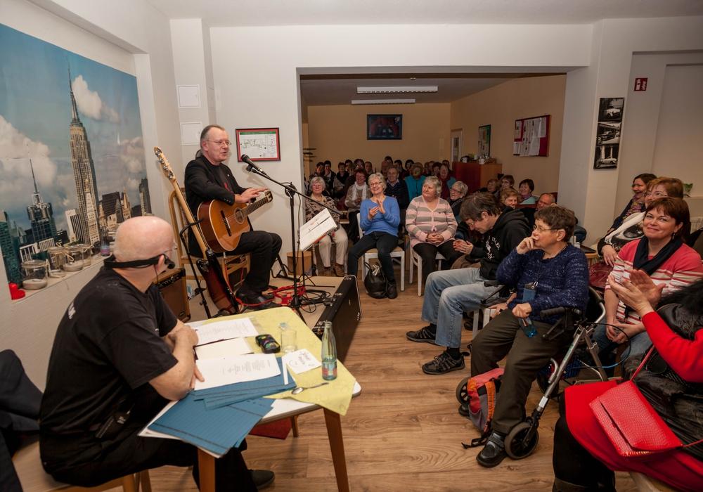 Fritz Rubin und Axel Dietsch erfreuen das Publikum der HofKultur. Foto: Alec Pein