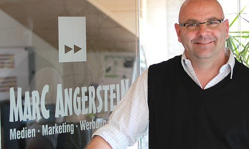 Marc Angerstein ist Medienunternehmer und betreibt zudem im Wolfenbütteler Ortsteil Fümmelse einen Mini Markt sowie eine Deutsche Post- und Lottoagentur.