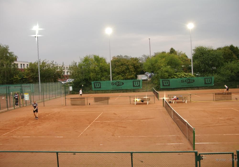 Die Ausrichter des ersten Heinrich der Löwe Junior Open sind der Heidberger Tennis-Club e.V. und der MTV Wolfenbüttel e.V.  Foto Flutlichtanlage des HTC: Heidberger Tennis Club