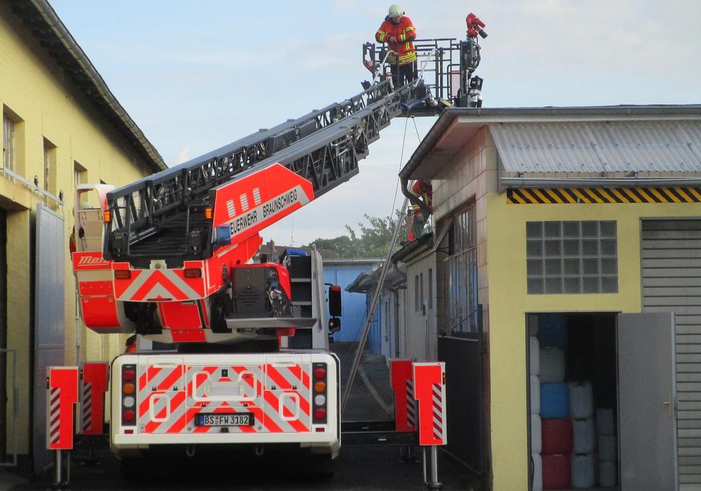 Die Feuerwehr war mit 16 Kameraden im Einsatz. Fotos: Feuerwehr Braunschweig