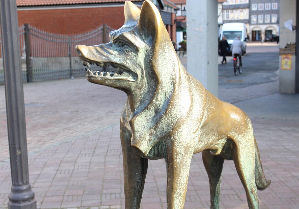 """Die Skulpturen """"Wolf"""" von Erich Schmidtbochum und """"Neuzüchtung""""  von Hubertus von Löbbecke sollen umziehen. Fotos: Max Förster und Jan Borner"""