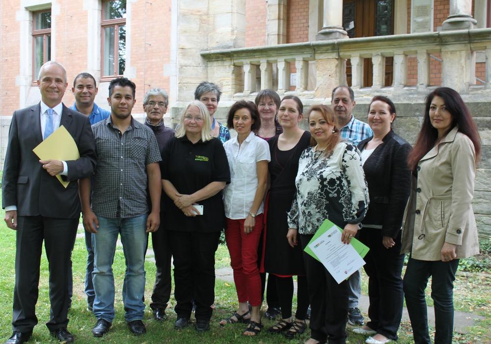 Landrat Thomas Brych übergab die Urkunden an elf Integrationslotsen. Foto: Landkreis Goslar