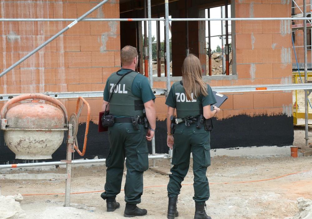 Alle verfügbaren Einsatzkräfte der Finanzkontrolle Schwarzarbeit wurden eingesetzt, um in Braunschweig, Göttingen, Hildesheim und der Region die Arbeitsverhältnisse auf Baustellen zu prüfen;Symbolbild: ZOLL