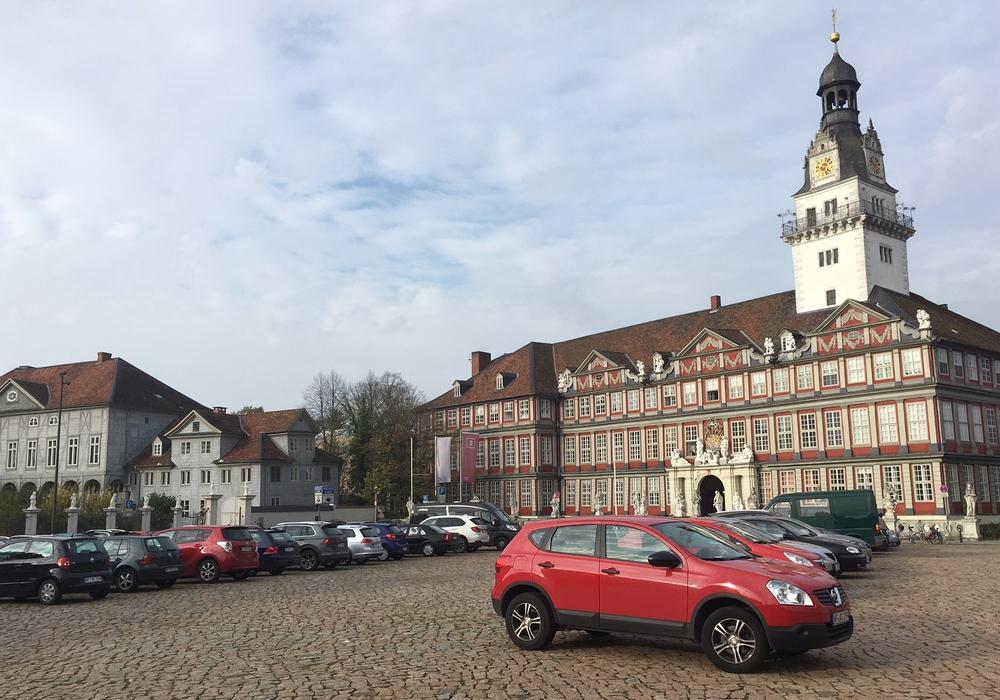 Steht während der Bauarbeiten bald nicht mehr als Parkplatz zur Verfügung: Der Wolfenbütteler Schlossplatz. Foto: Archiv/Alexander Dontscheff