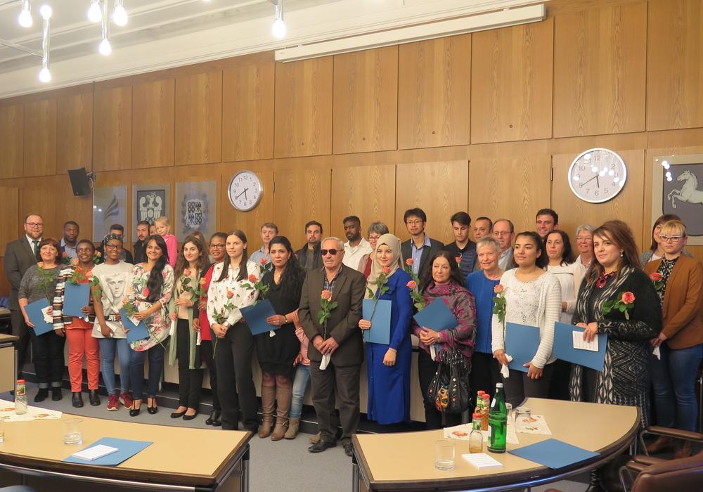 Am Donnerstag bekamen 33 Personen bei der Einbürgerungsfeier ihr deutsche Staatsbürgerschaft. Foto: Landkreis Wolfenbüttel