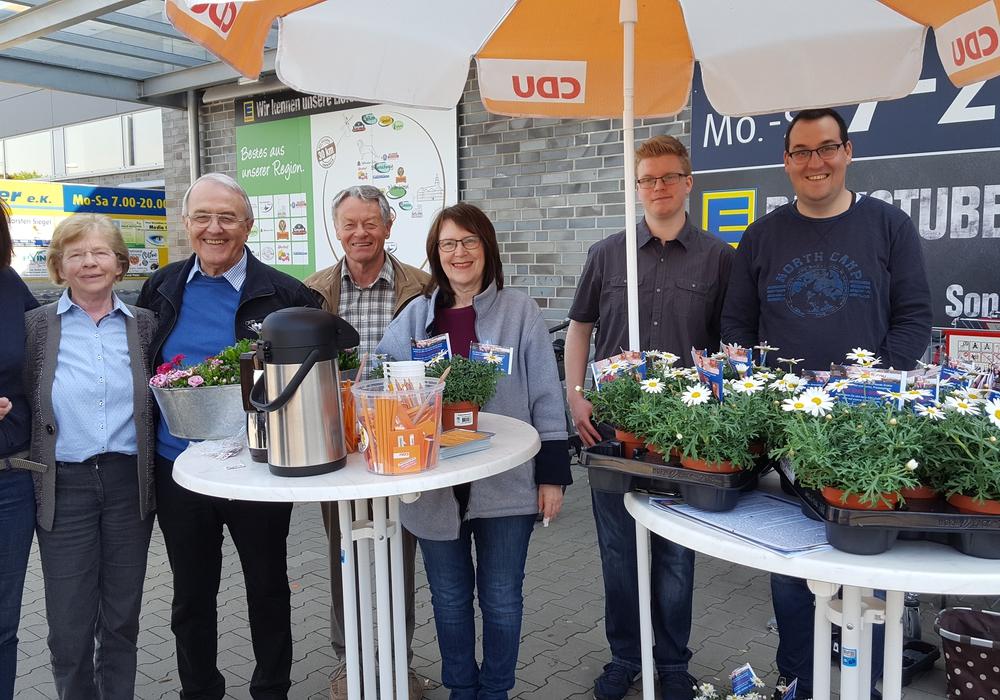 Ulrike Bosse (Vorstand), Susanne GIffhorn (Vorstand), Johann Seifert (stellv. Vorsitzender), Manfred Bormann (Fraktionsvorsitzender CDU Gemeinde Sickte), Annegrit Helke (stellv. Vorsitzende), Justin Gronau (Vorstand), Andreas Kleindienst (Vorsitzender) Foto: Privat