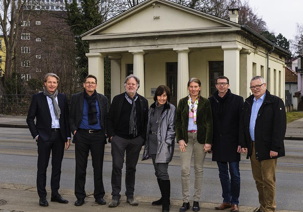 Von links: Stefan Giesler, Michael Peter und Gerd Jensen, für den BDA. Maren Käferhaus und Katrin Roedenbeck, für den AIV. Sowie Andreas Kyrath und Rainer Siemens, für den BDB.