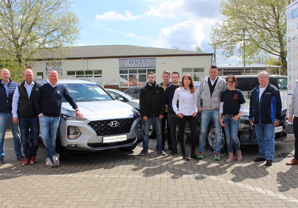Das Team vom Autohaus Bormann organisiert das zweitägige Spargelfest. Fotos: Alexander Dontscheff