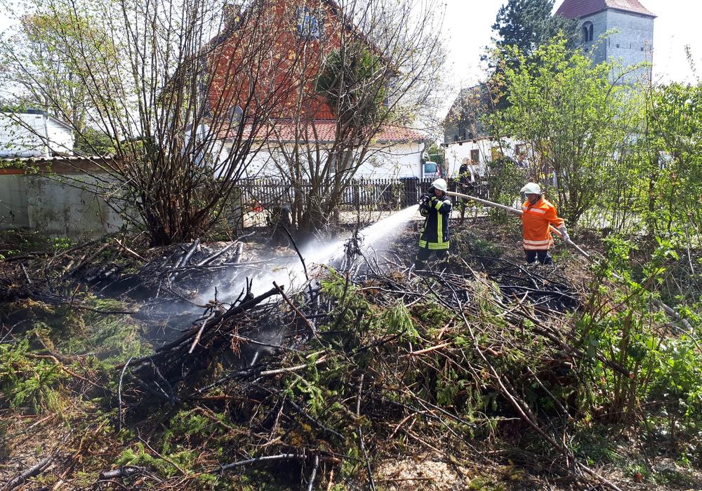 Die Feuerwehr hatte die Lage schnell im Griff. Fotos: Feuerwehr Schöppenstedt