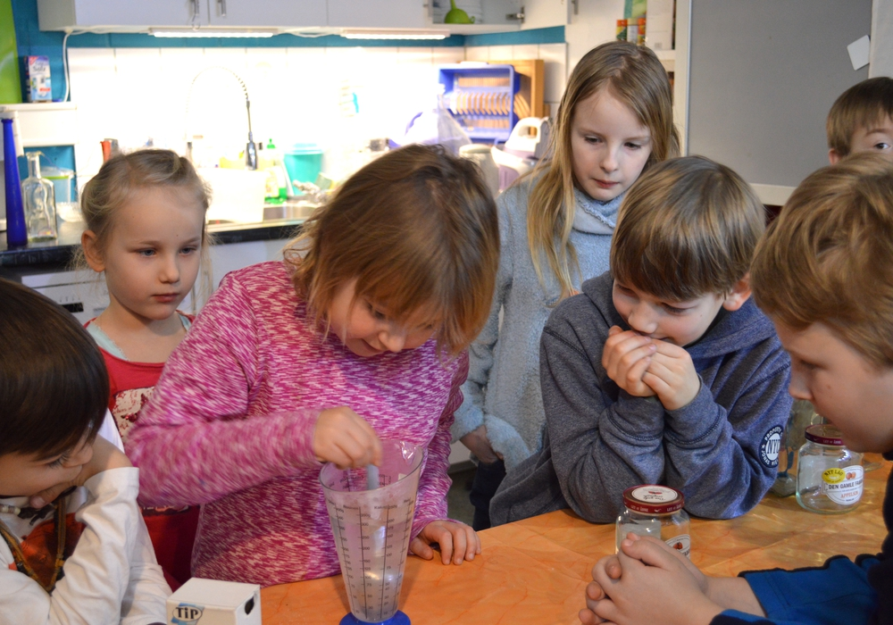 Forscher-Kids experimentieren, tüfteln und probieren aus. Foto: AHA-Erlebnismuseum