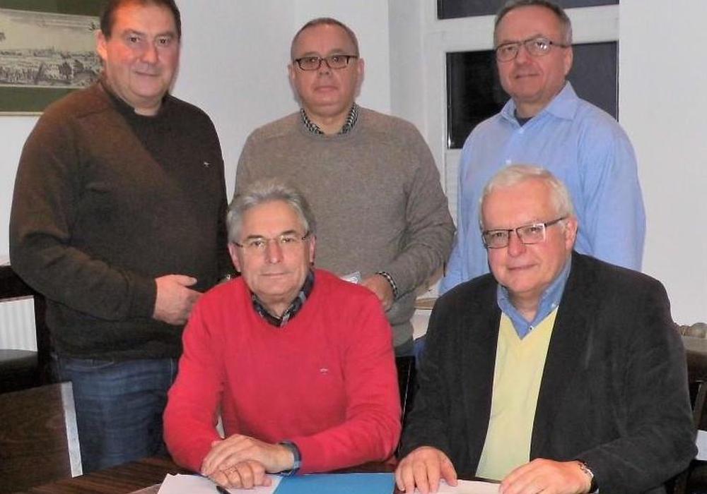 Der CDA-Kreisverband Wolfenbüttel befürwortet die zeitnahe Einführung eines neuen Feiertags. Hierüber berieten (v. li.) Uwe Lagosky, Herbert Theissen, Andreas Meißler, Michael Hartig und Klaus Hantelmann. Foto: CDA
