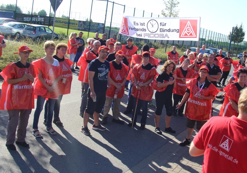 100 haben laut IG Metall Braunschweig im Warnstreik die Arbeit bei Ficosa niedergelegt. Foto: IG Metall