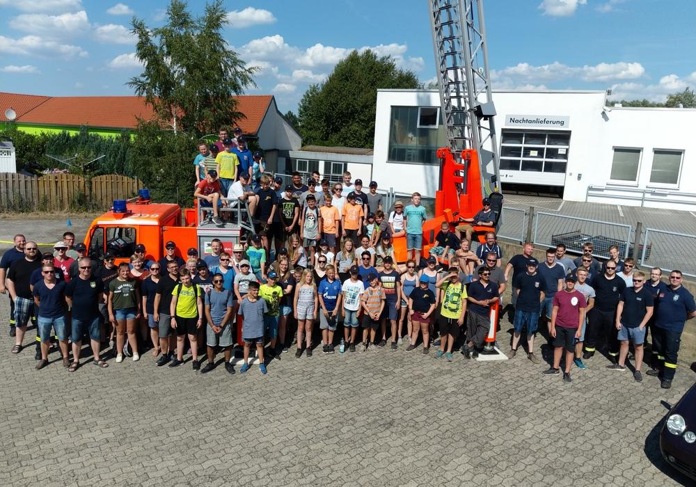 Jugendfeuerwehren aus Oldenburg besuchten die Feuerwehr Vorsfelde. Foto: Volkmar Weichert
