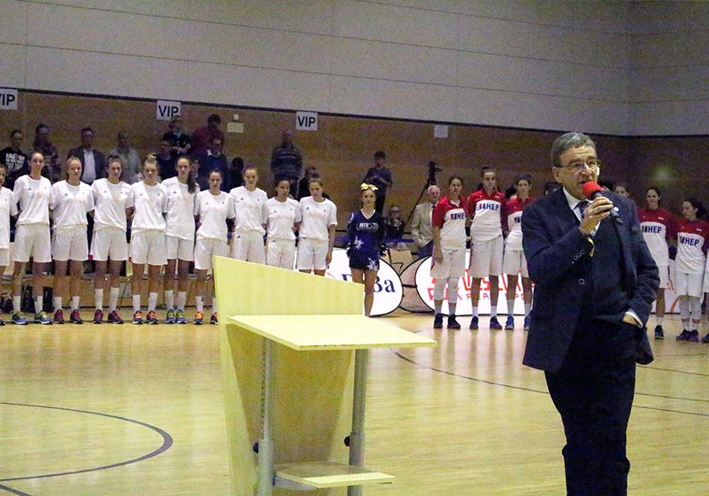 Bürgermeister Pink begrüßt die teilnehmenden Nationen. Fotos: Nick Wenkel
