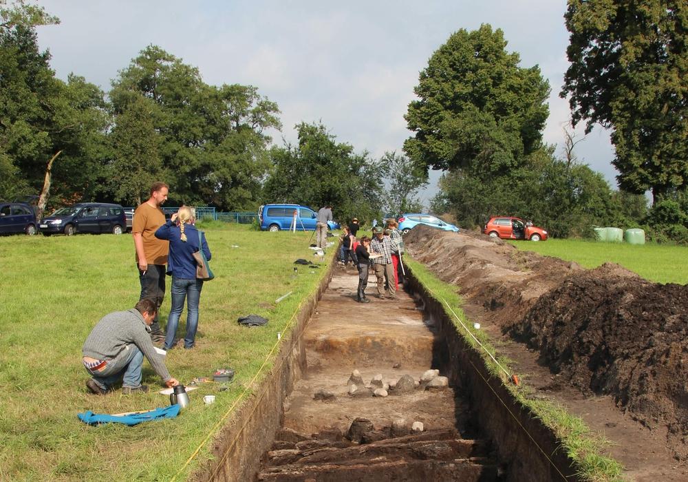 Ausgrabung an der Burg Wahrenholz im Jahr 2014. Blick in den Grabungsschnitt. Foto: H. Gabriel, Gifhorn