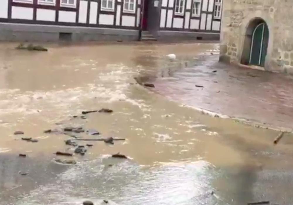 Das Hochwasser hat in Goslar viel Schaden angerichtet. Jetzt naht finanzielle Hilfe vom Land. Foto: Archiv/Nino Milizia