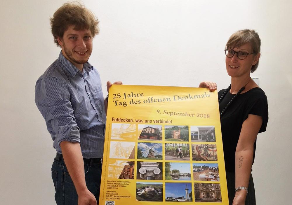 Daniel Pollok, Untere Denkmalschutzbehörde der Stadt (links), und Esther Orant, Forum Architektur der Stadt. Foto: Stadt Wolfsburg
